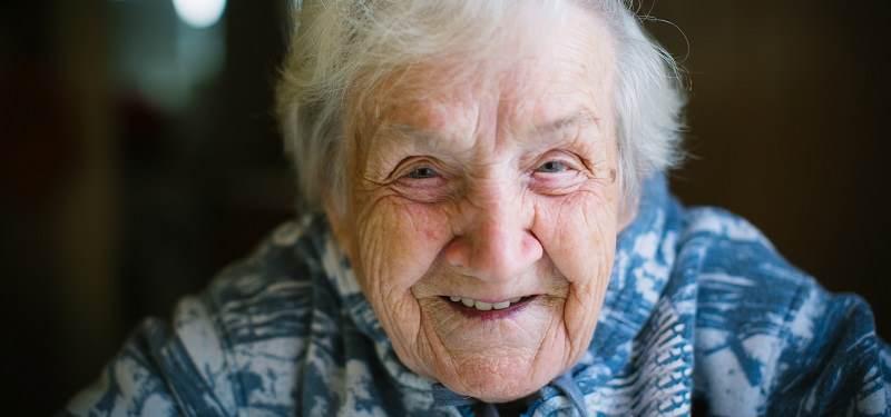 osoba starsza opieka