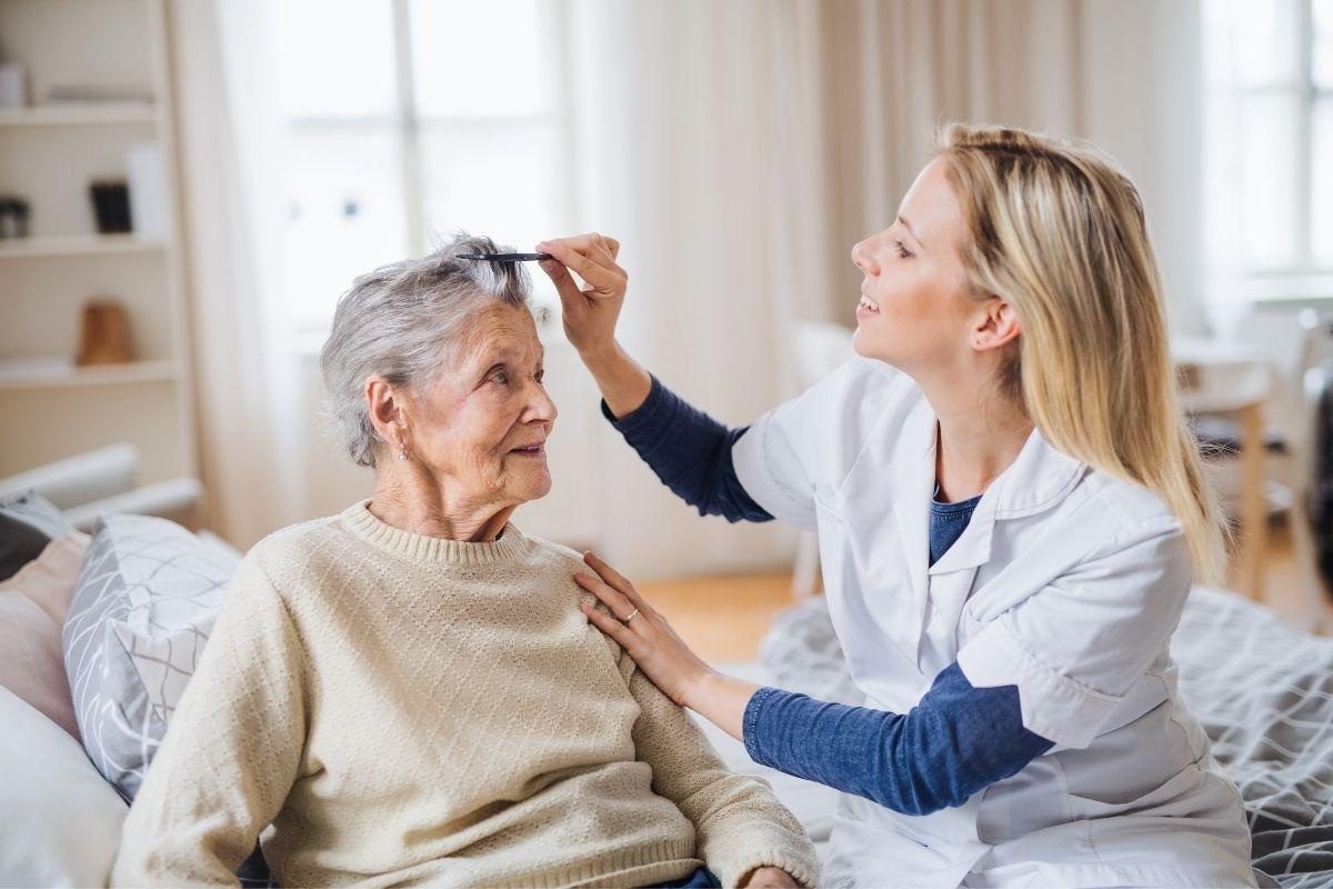opieka nad chorym seniorem